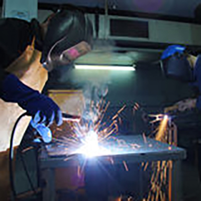 steel-workers-welding-27040471 400 x 400 pix poza